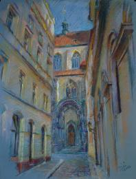 """<strong>Týnský chrám </strong> Obraz jsem kreslil v Týnské uličce po několik podvečerů. Technika: pastel na specialním papíře. Rozměr: 65 x 50 cm. Obraz vznikal v roce 2013. Obraz je na prodej (pro cenu mě <a href=""""/kontakt"""">kontaktujte</a>)."""